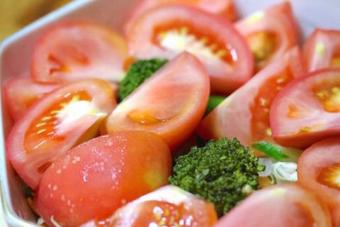 トマトたっぷりのサラダ