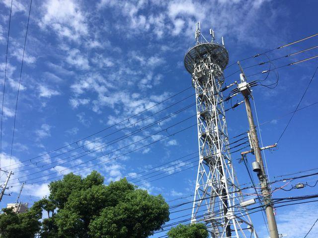 携帯塔と空