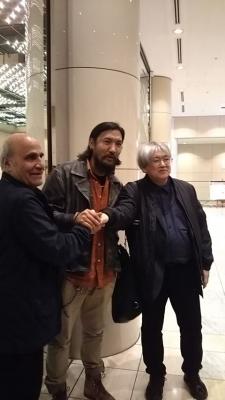 『気球』主演俳優のジンパ氏(真中)と、鑑賞していたアミール・ナデリ監督(左)、フィルメックスの市山尚三ディレクター(右)