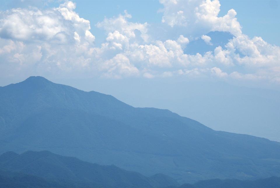 0351 茅ヶ岳と富士 960×645