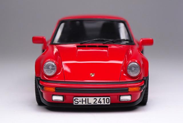 2045 911 ターボ 正面 640×430