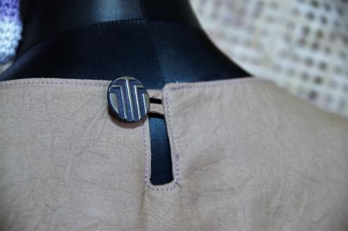 毎日着られる大人服の中の袖フリルプルオーバー