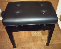 新しいピアノ椅子