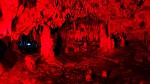 赤の鍾乳洞