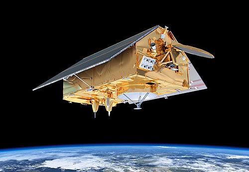 衛星コペルニクス・センチネル-6A報道陣に公開