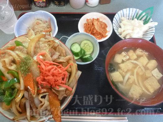 金曜日の焼肉丼大盛り026