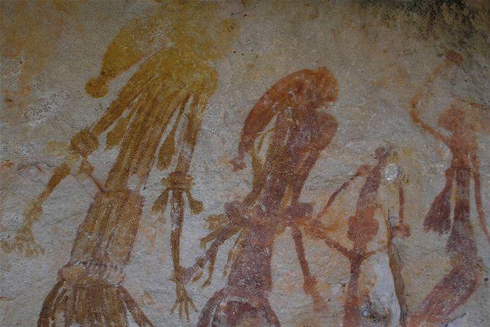 【古代人】 3万年の時を超えても残る岩絵の原材料…先住民は「超技術」をもった地球外知的生命体から教わっていた