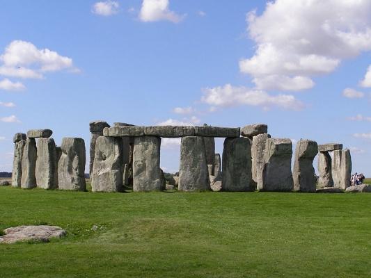 800px-Stonehenge2007_07_30.jpg