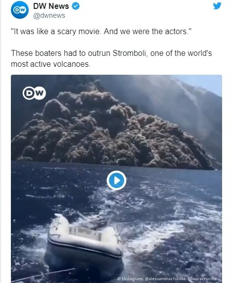 イタリア南部シチリア島でストロンボリ火山が噴火…迫ってくる火砕流から住民や観光客がボートで逃げる動画が怖すぎ...