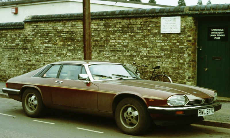 Jaguar_XJS_at_tennis_club_1981.jpg