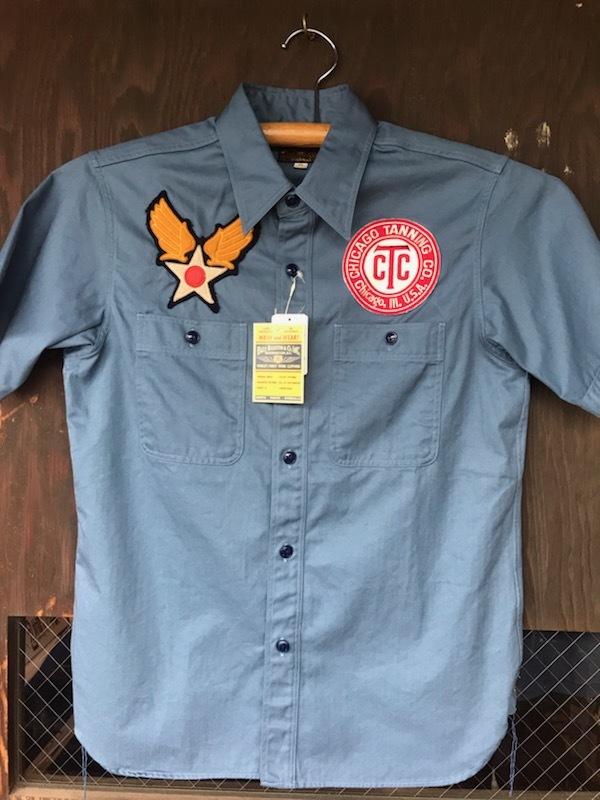 AIR FORCEマークがかっこいいバズの半袖シャツ。【横田店】