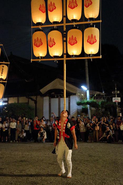 鴨都波神社 ススキ提灯献灯2