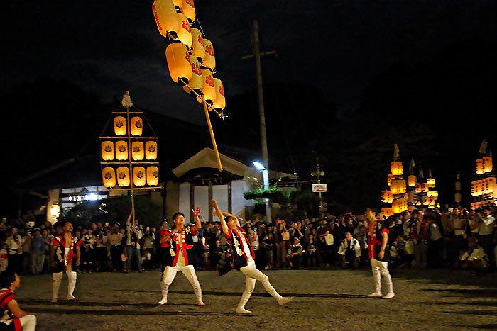 鴨都波神社 ススキ提灯献灯3