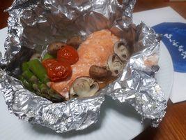 【写真】ひんぎゃの塩を使った鮭と野菜のホイル焼き