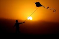 糸の切れた凧は危険