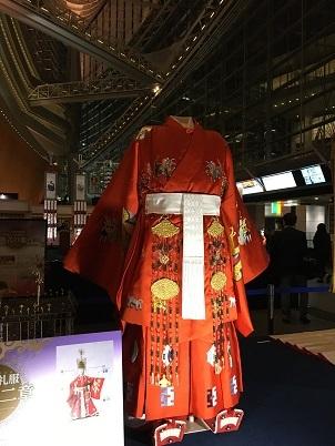 昔の天皇装束