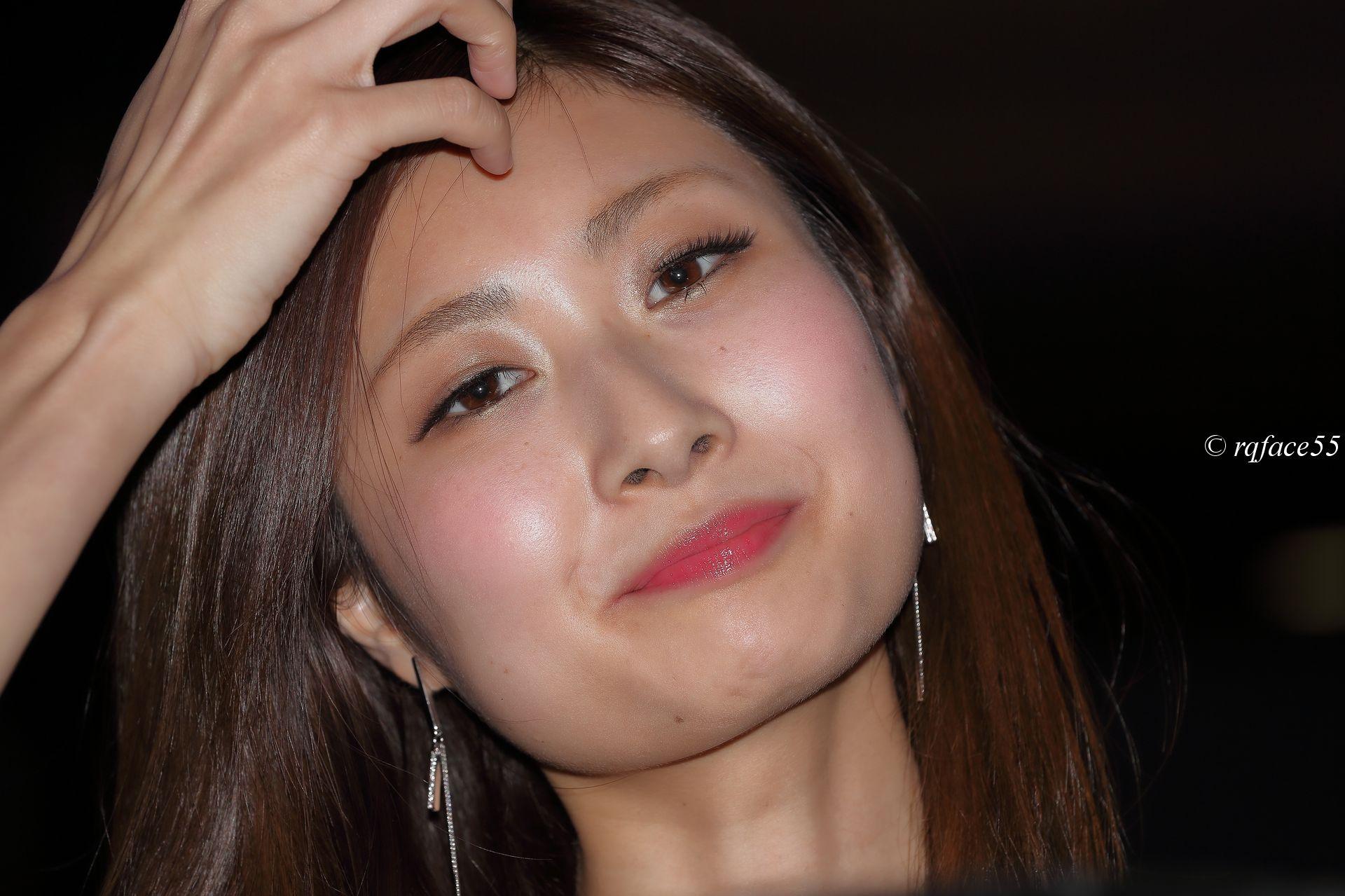 美女の鼻毛