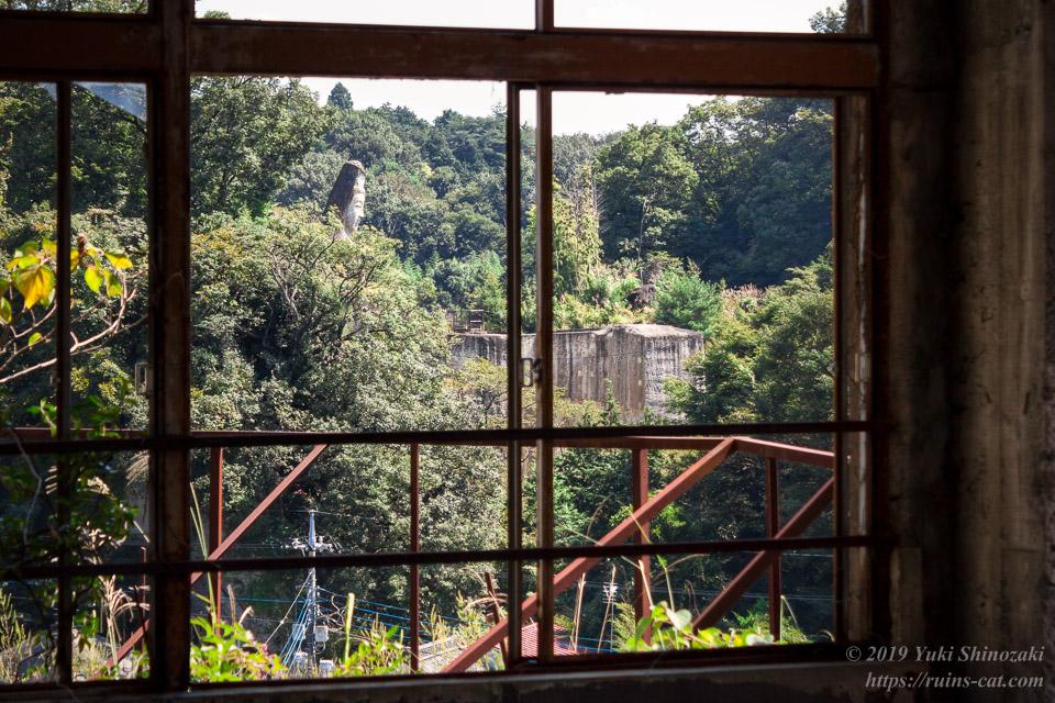 大広間から垣間見る大谷寺の平和観音