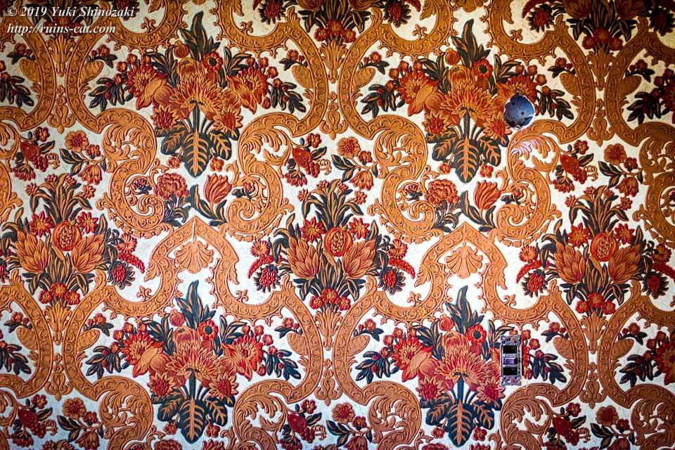 花束をモチーフにした西洋貴族風の壁紙