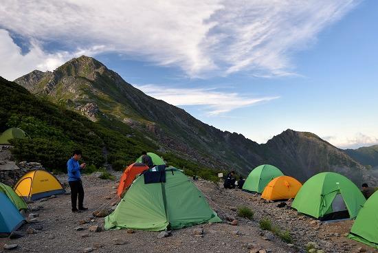 北岳とテント場