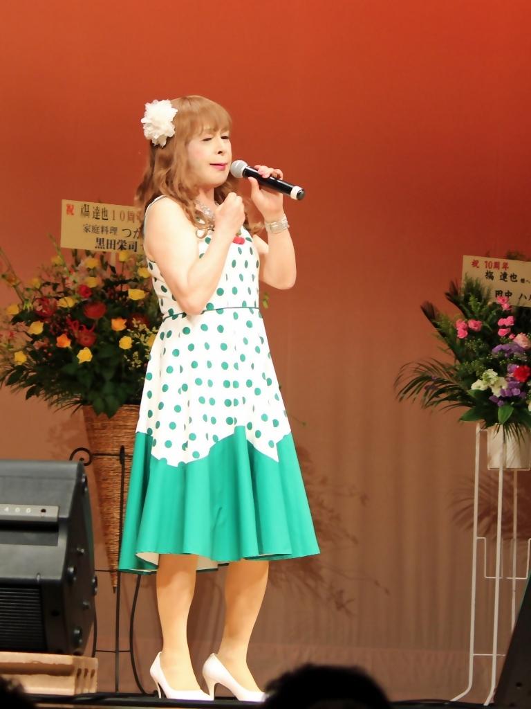 緑ドット柄ドレス舞台(1)