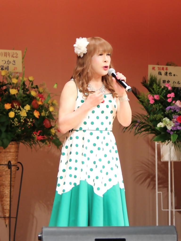 緑ドット柄ドレス舞台(3)