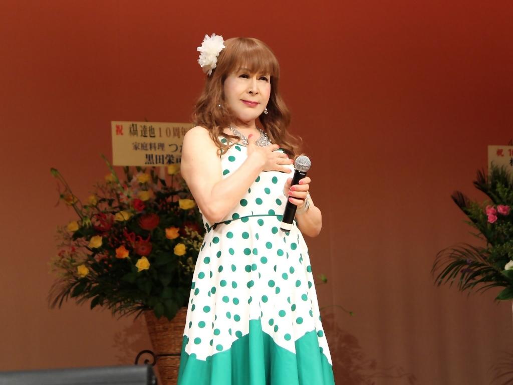 緑ドット柄ドレス舞台(9)