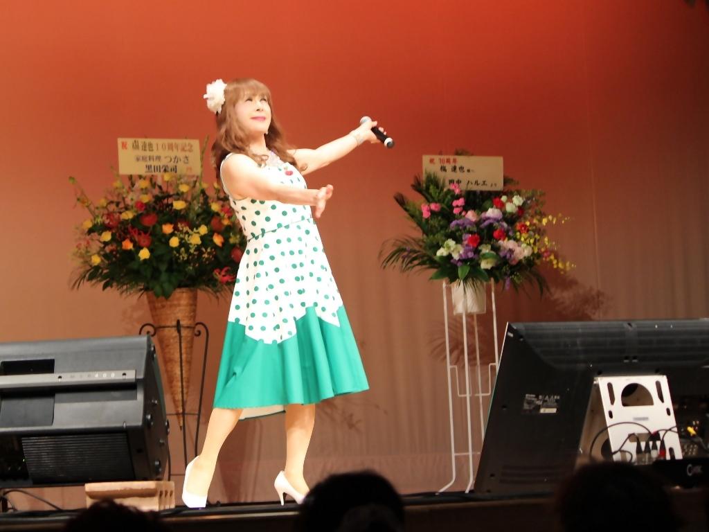 緑ドット柄ドレス舞台(11)