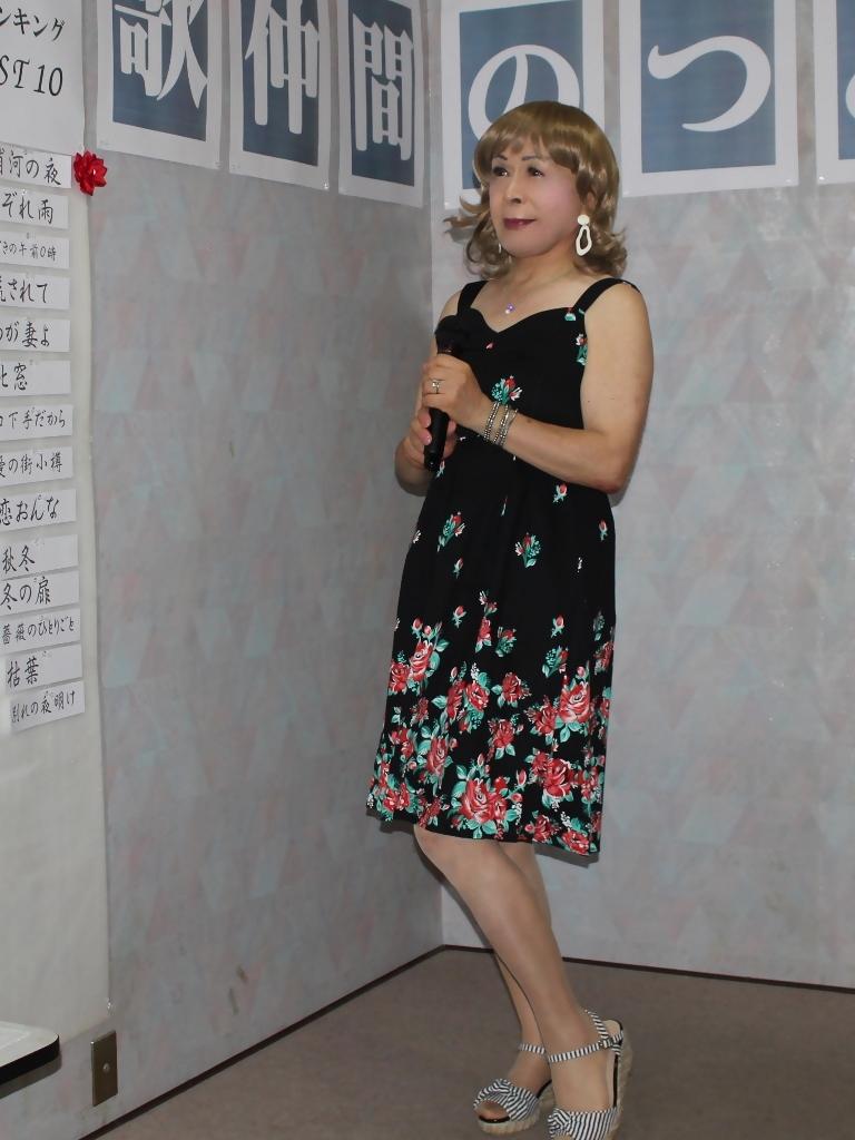 黒地に裾花柄ワンピカラオケ(4)