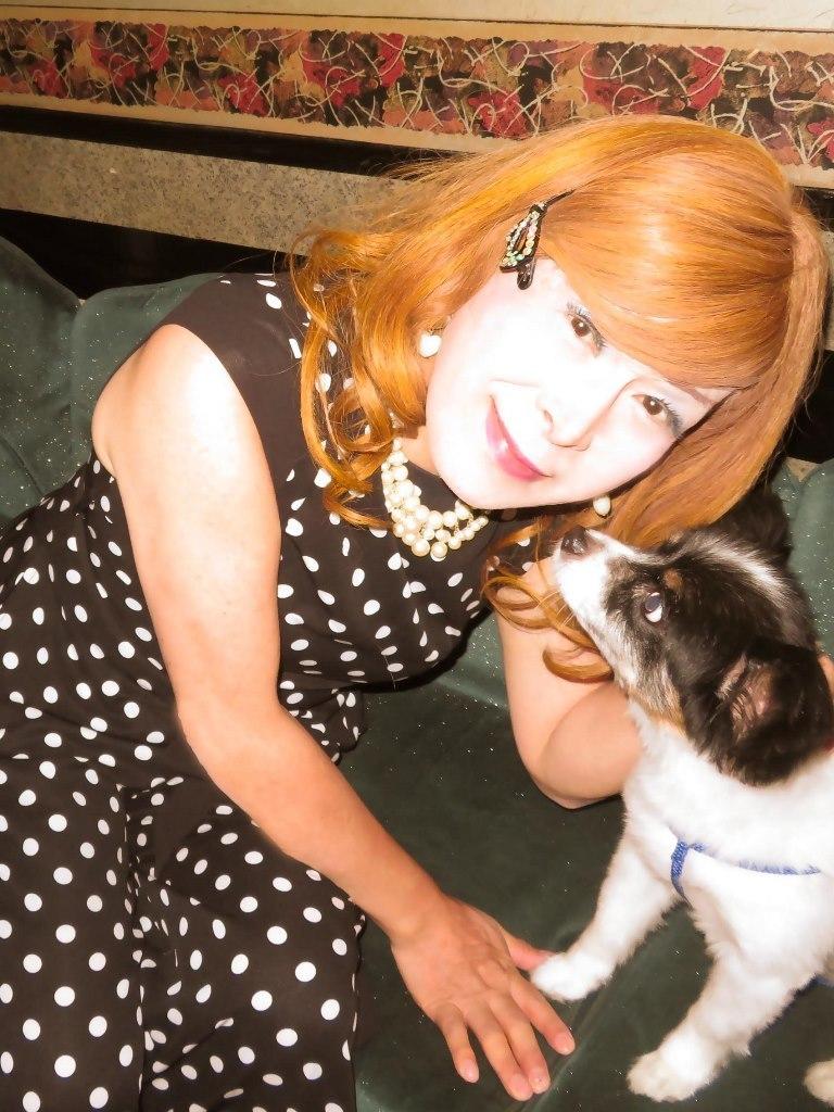 黒水玉パンツドレスと子犬(2)