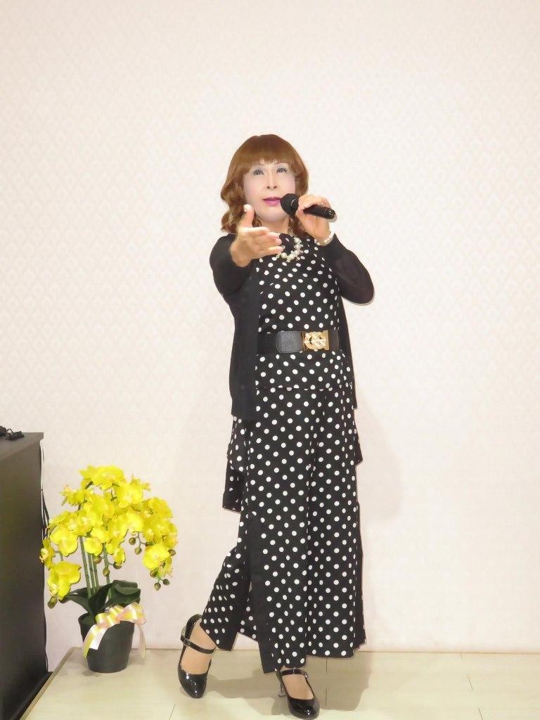 黒ドット柄パンツドレスカラオケ(2)