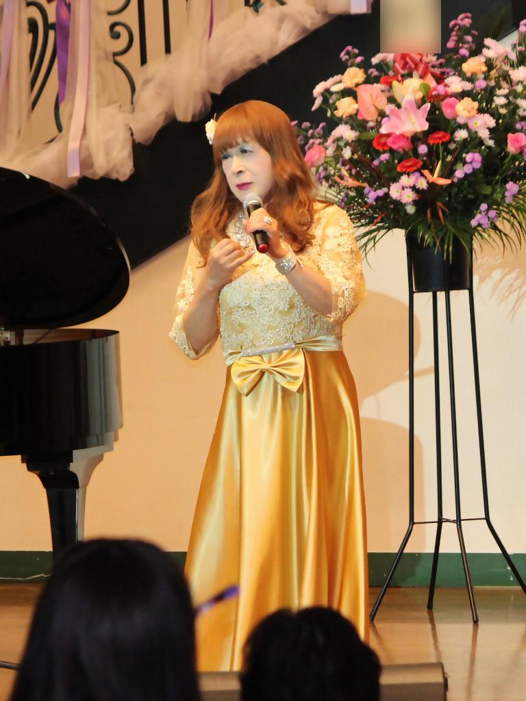 山吹色のドレス舞台縦画像(8)