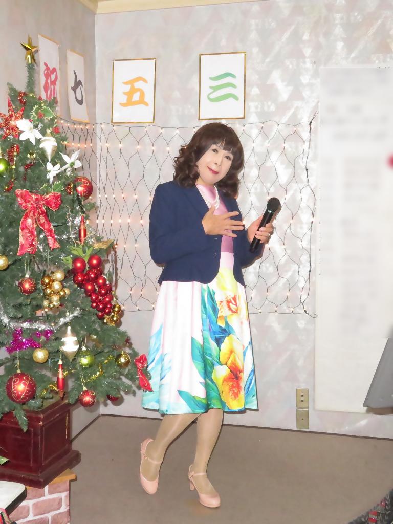 大花柄ピンクワンピ紺ジャケットカラオケA(1)