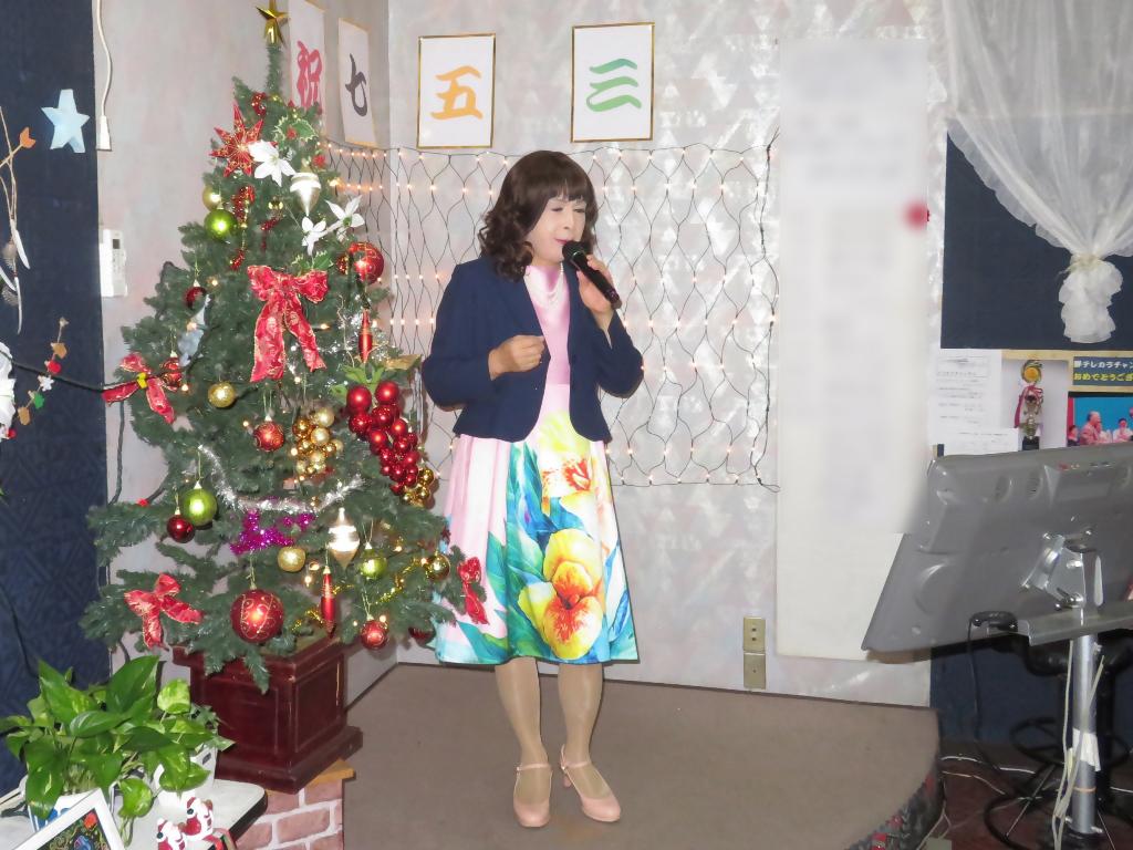 大花柄ピンクワンピ紺ジャケットカラオケA(5)