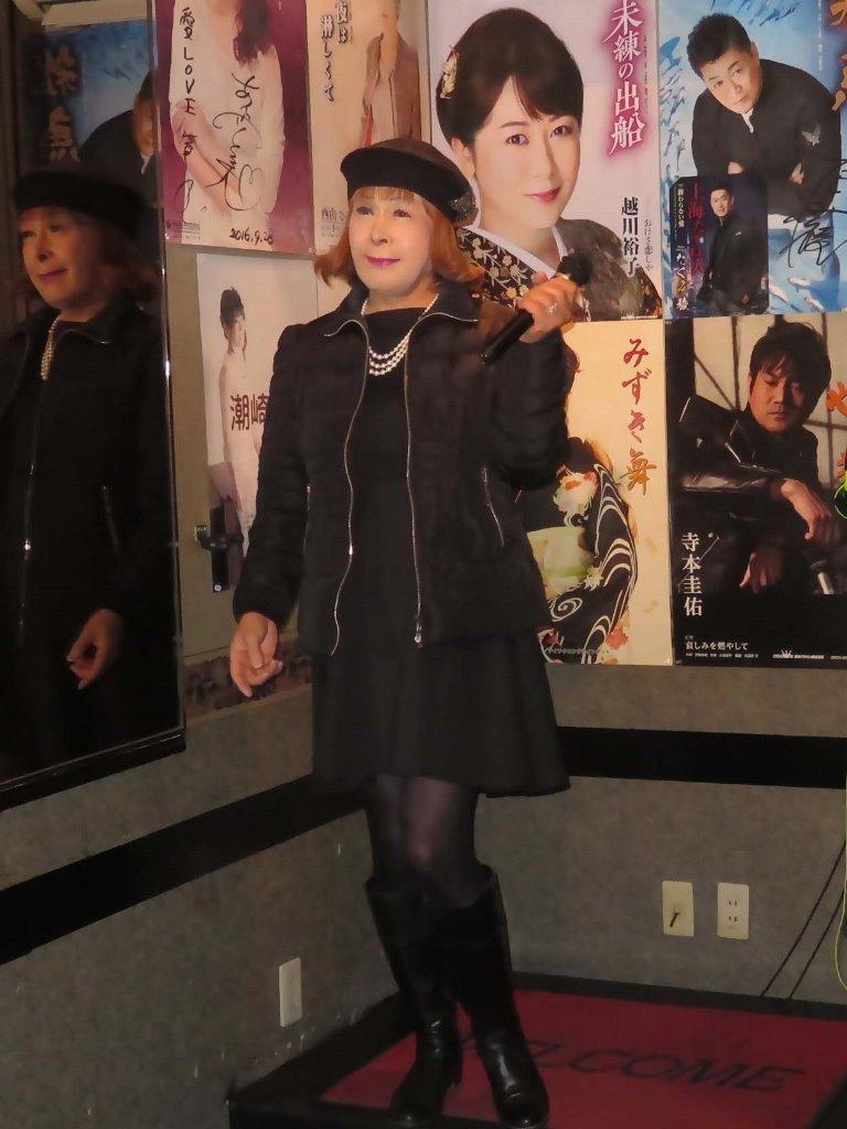 黒ダウンジャケット黒ワンピカラオケ(5)
