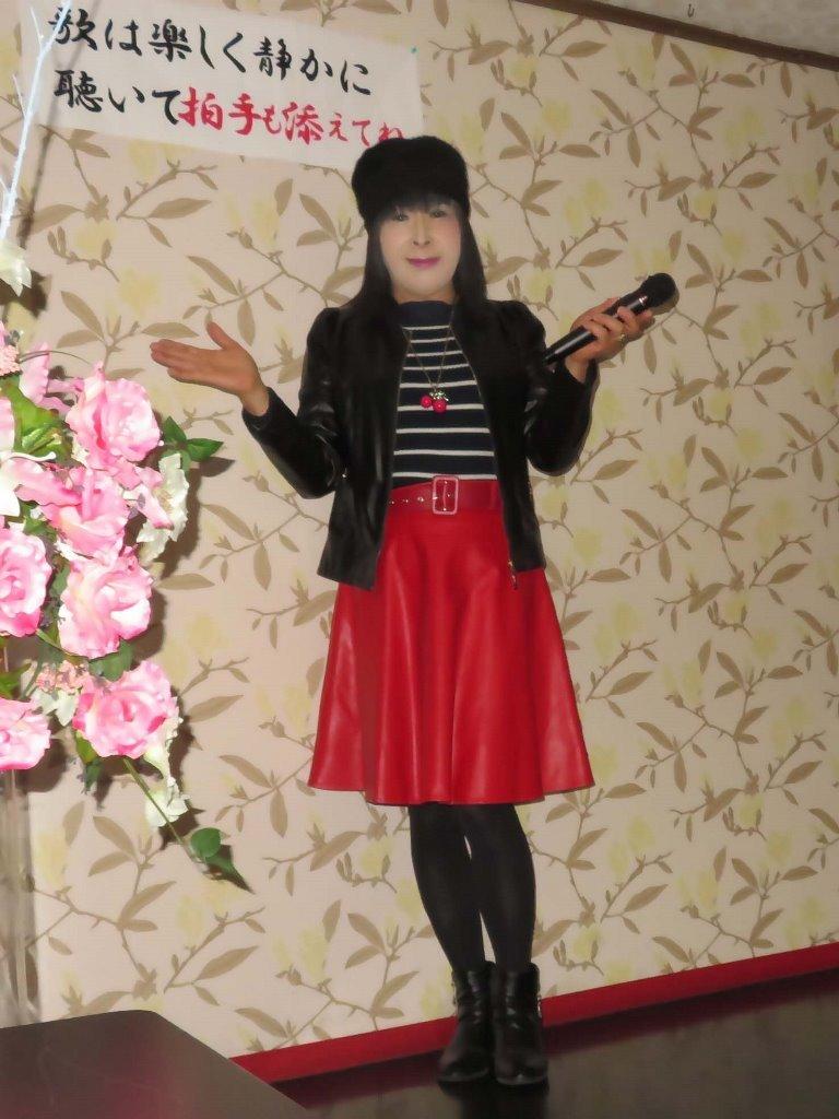 黒レザージャケット赤レザースカ帽子カラオケ(1)