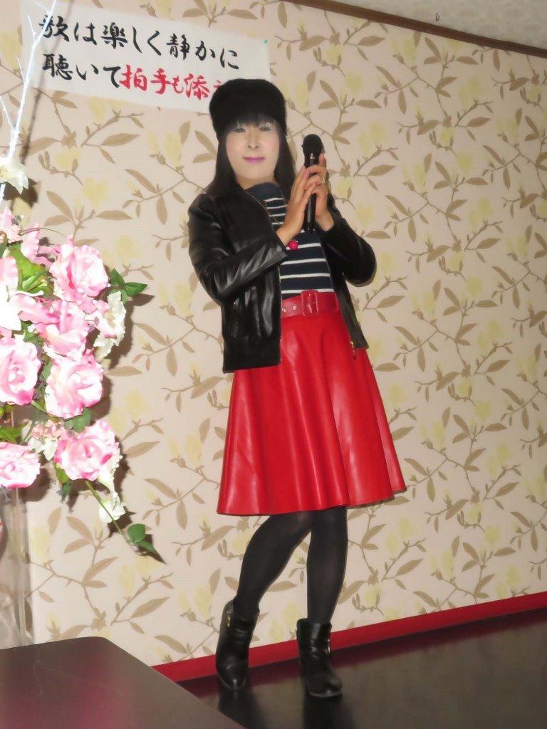 黒レザージャケット赤レザースカ帽子カラオケ(2)