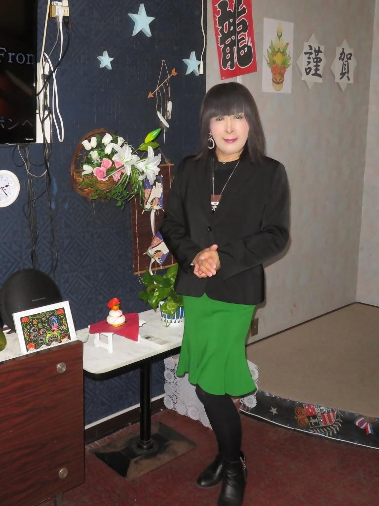 緑マーメイドスカート黒ジャケットカラオケ(5)