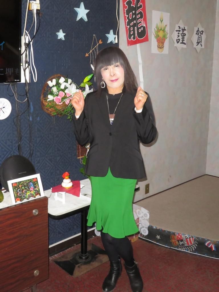 緑マーメイドスカート黒ジャケットカラオケ(7)