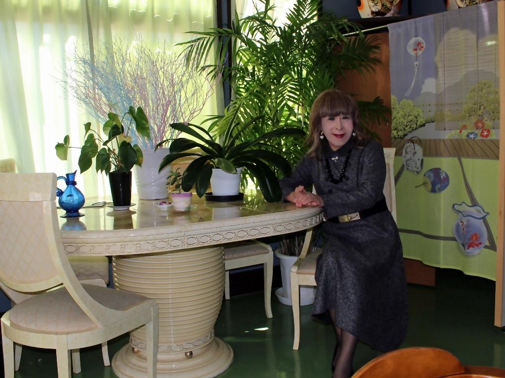 グレーのワンピースラオケ喫茶店(2)