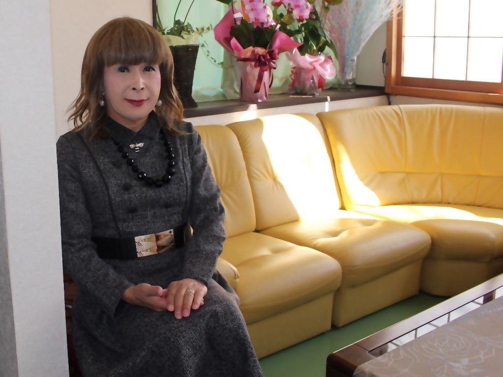 グレーのワンピースラオケ喫茶店(9)