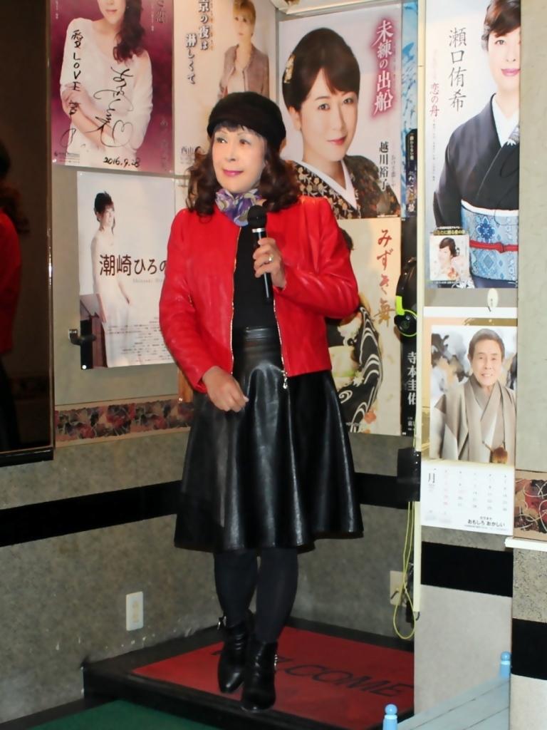 赤レザージャケット黒レザースカート(1)