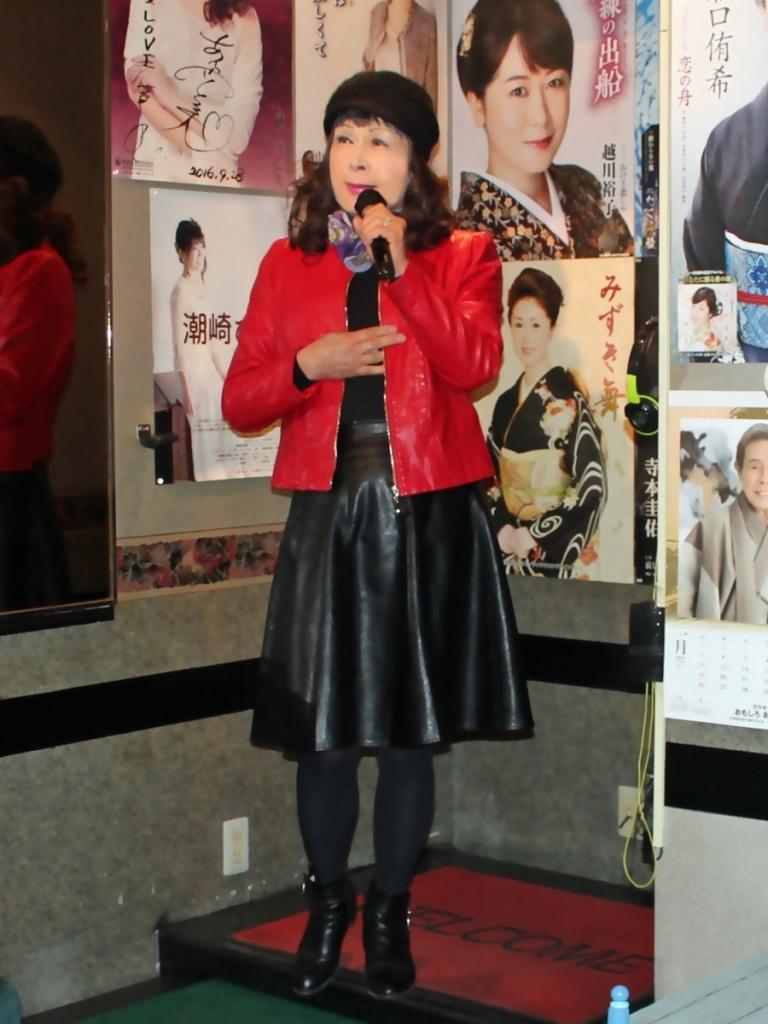 赤レザージャケット黒レザースカート(2)