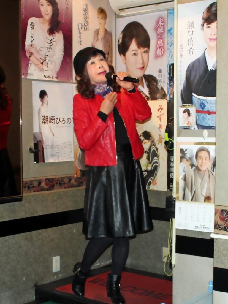 赤レザージャケット黒レザースカート(4)