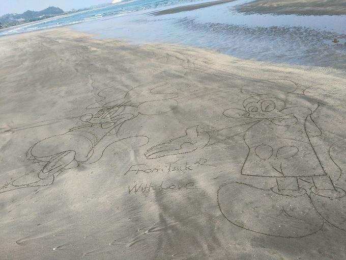 青島海岸のいたずら書き
