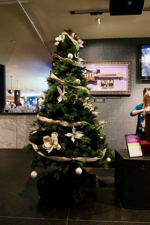 ハードロック・カフェ クリスマスツリー - 1