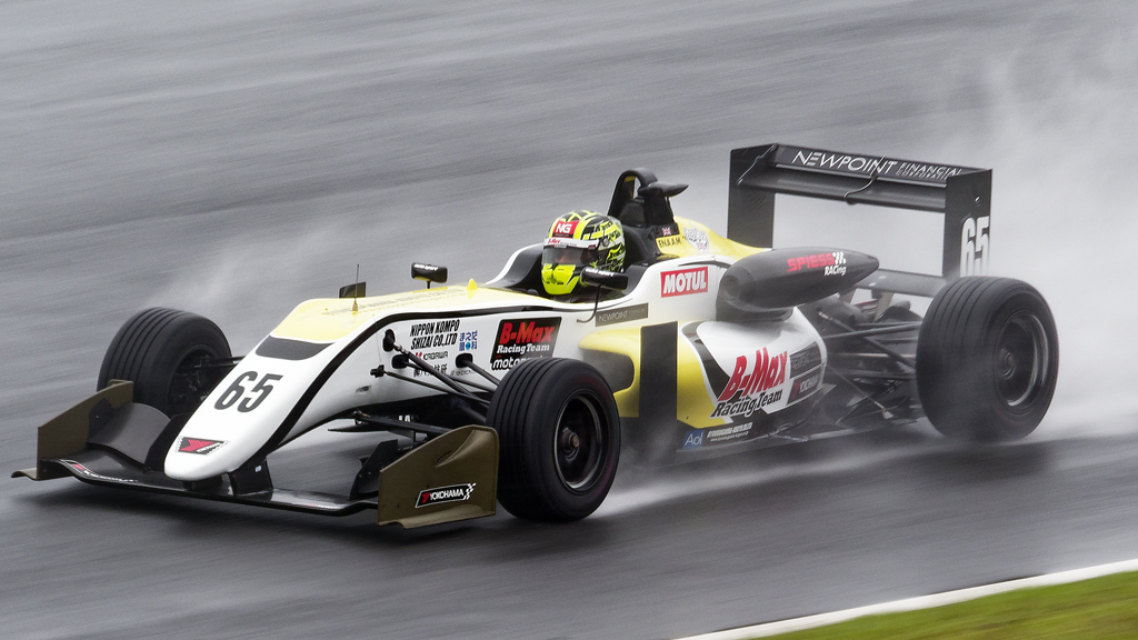 B-Max Racing with motopark F3