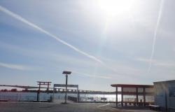 弁天島。浜名湖に何故鳥居が。