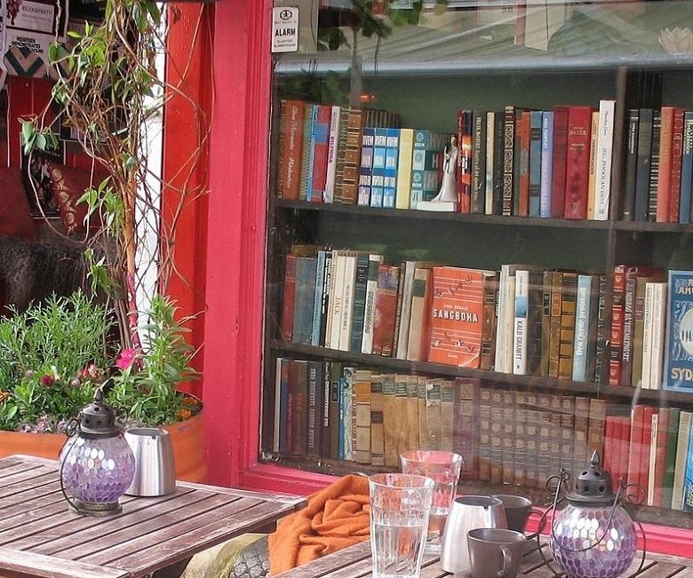 bookshop-780.jpg