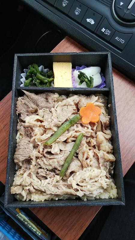 松阪牛すきやき弁当中身2002